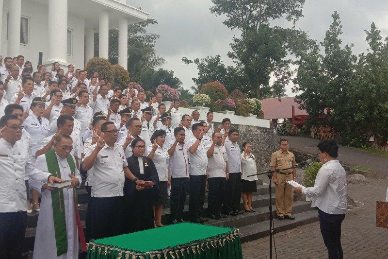 Bupati Evangelian Sasingen Lantik Sejumlah Pejabat  Pemkab Sitaro