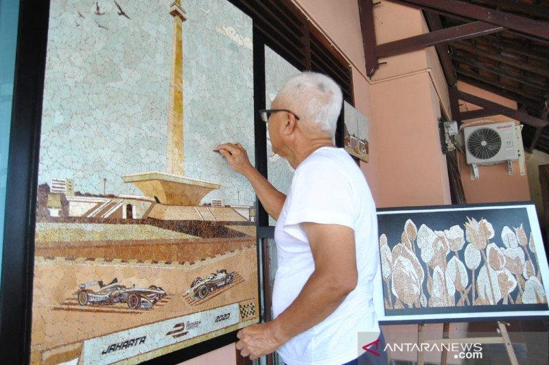 Lukisan Monas dari cangkang telur ayam untuk  kontroversi revitalisasi