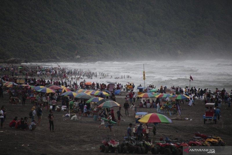 BMKG minta wisatawan waspadai gelombang tinggi laut selatan Yogyakarta