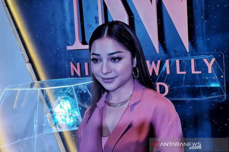 Artis Nikita Willy dan Indra Priawan akan gelar lamaran resmi