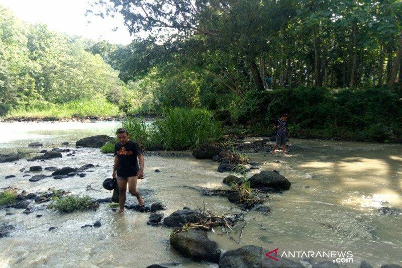 Sungai Ngrancah Kulon Progo diduga tercemar limbah PDAM