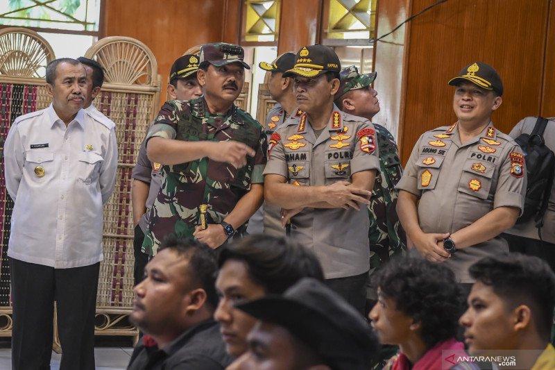 Panglima TNI dan Kapolri  sapa penduduk Natuna