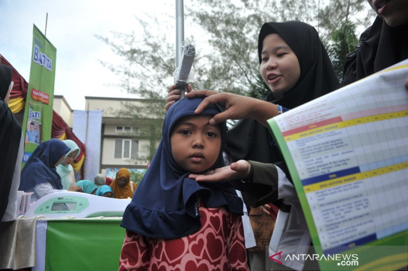 Ratusan anak ikuti layanan Posyandu di kecamatan Alang Lebar