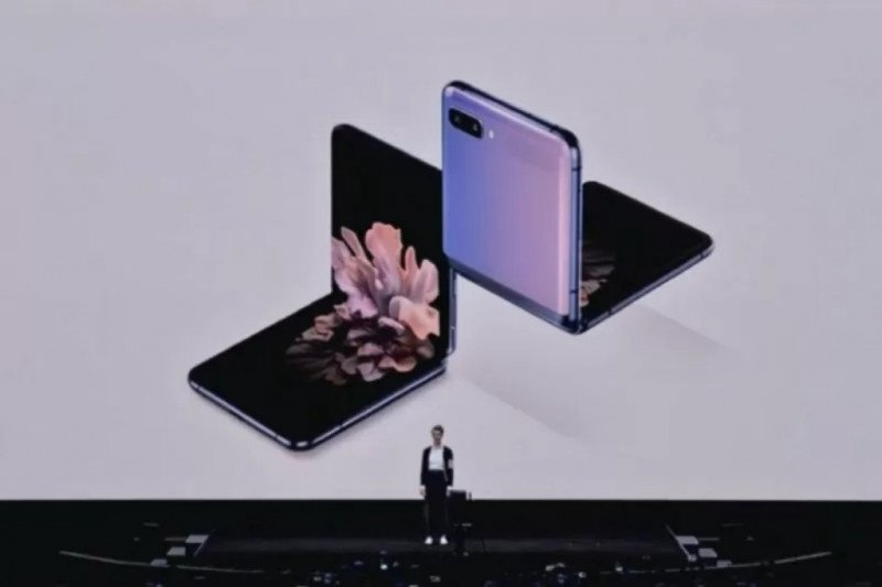 Resmi dirilis, ini penampakan ponsel lipat 'clamshell' Galaxy Z Flip