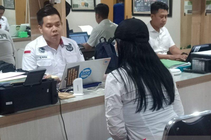 Tidak terbukti narkoba, polisi membebaskan tiga rekan Lucinta Luna
