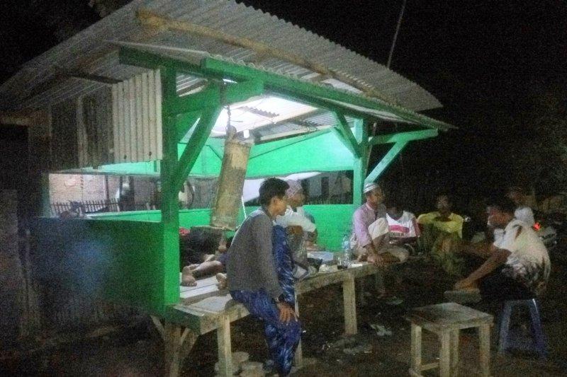 Warga Desa Margasari Lampung Timur Giatkan Ronda Malam