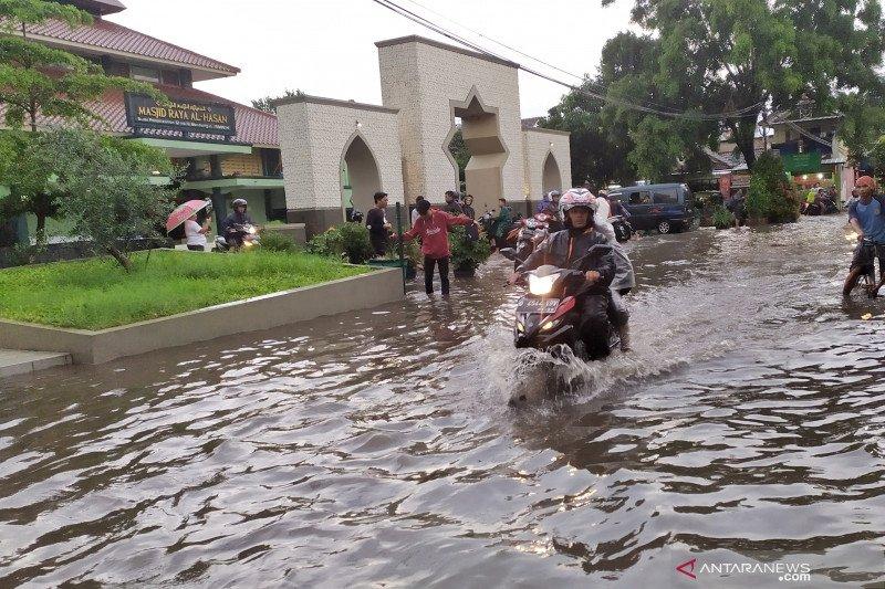 Hujan deras rendam Komplek Perumahan Panyileukan Kota Bandung