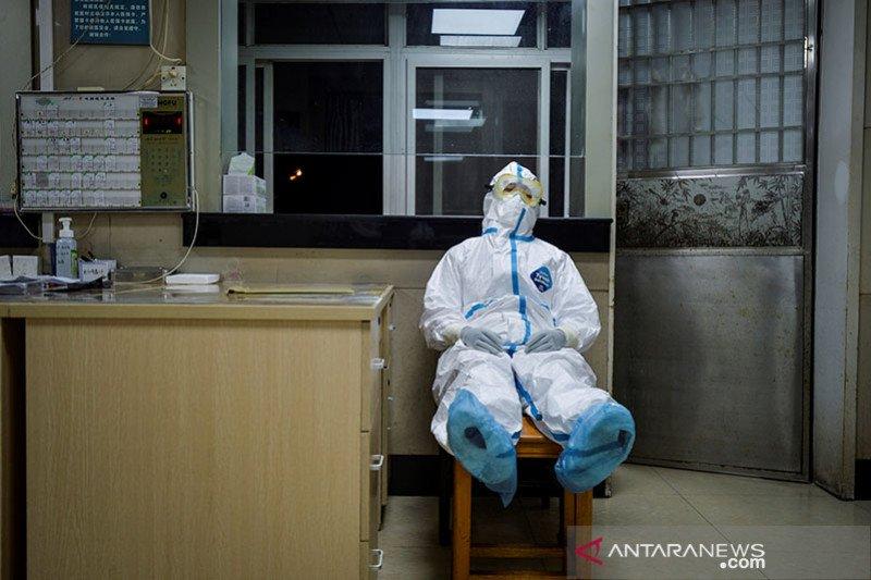 Perawat terinfeksi, rumah sakit hentikan terima pasien baru virus corona
