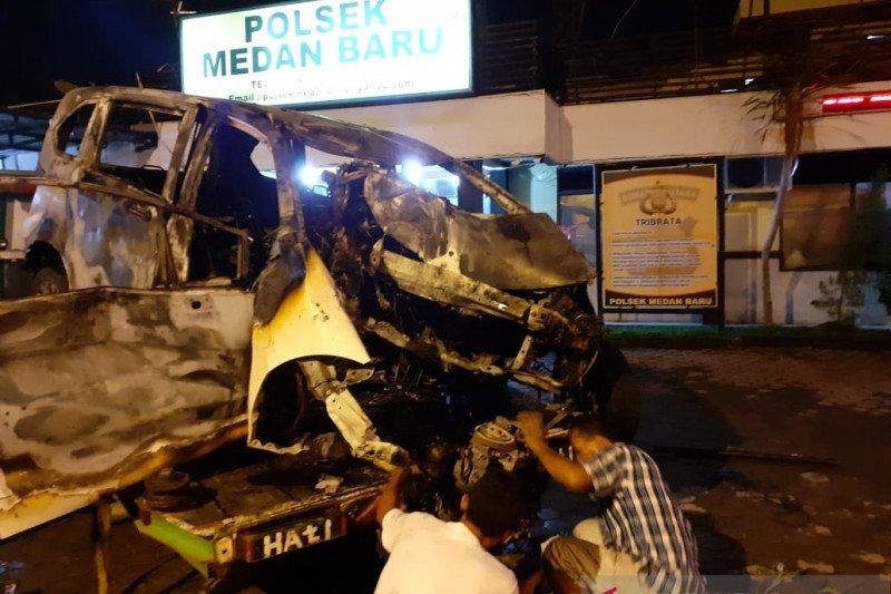Kecelakaan tewaskan pengemudi dalam mobil yang terbakar di Medan