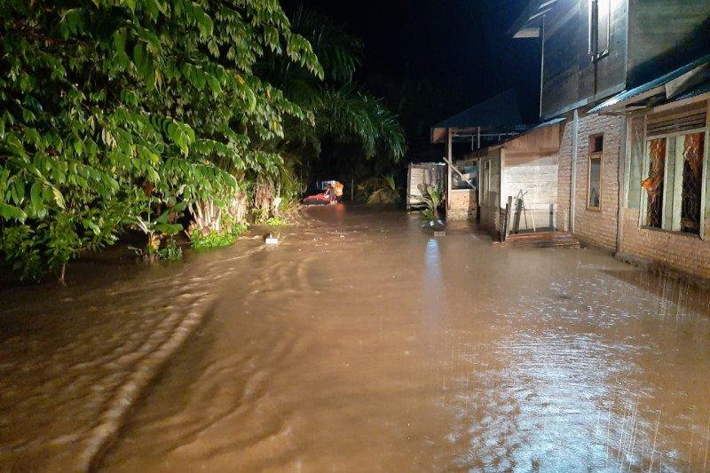 Ratusan rumah terendam banjir di Pasaman Barat
