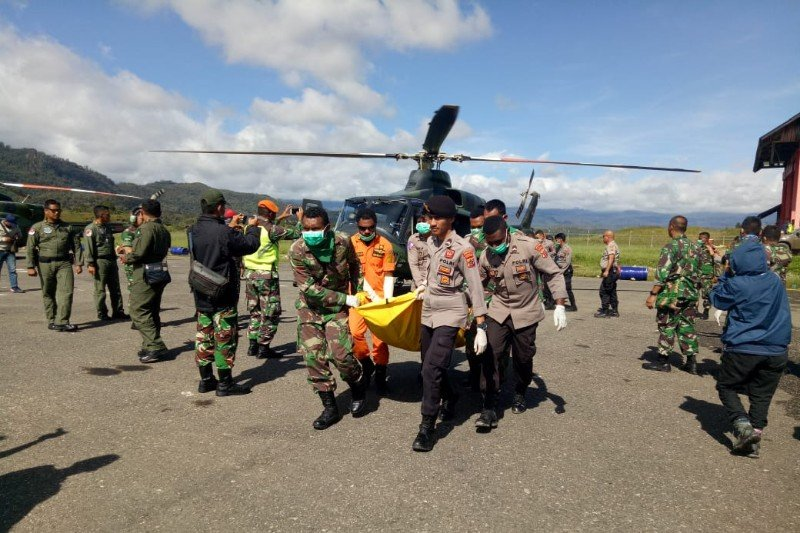 12 Jenazah penumpang dan awak helikopter Mi-17 dievakuasi