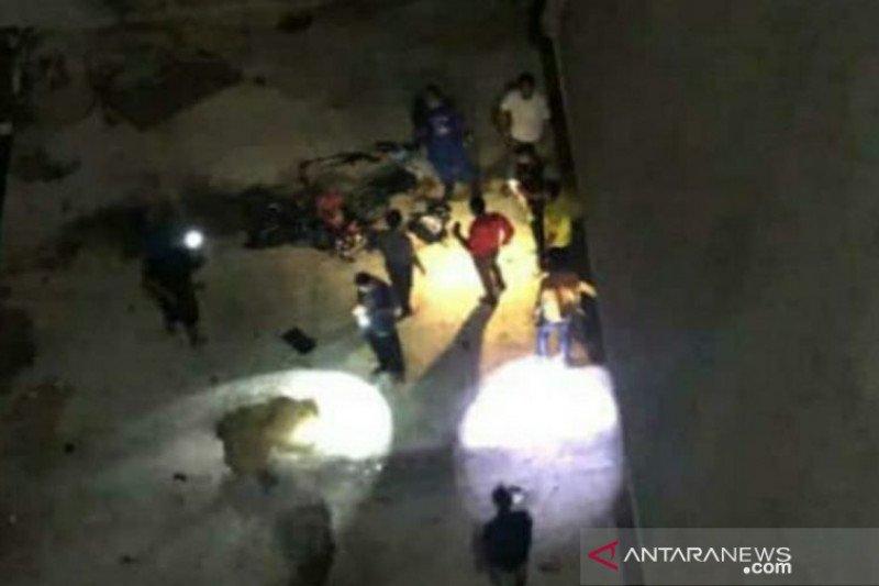 Dua pengendara motor tewas setelah jatuh dari Jembatan Emas