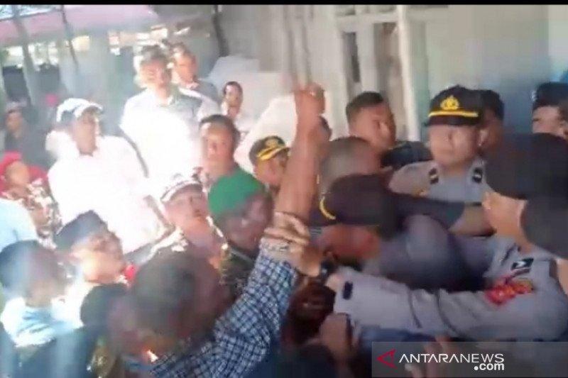 Ricuh, massa mantan kombatan GAM gagalkan Muswil Partai Aceh