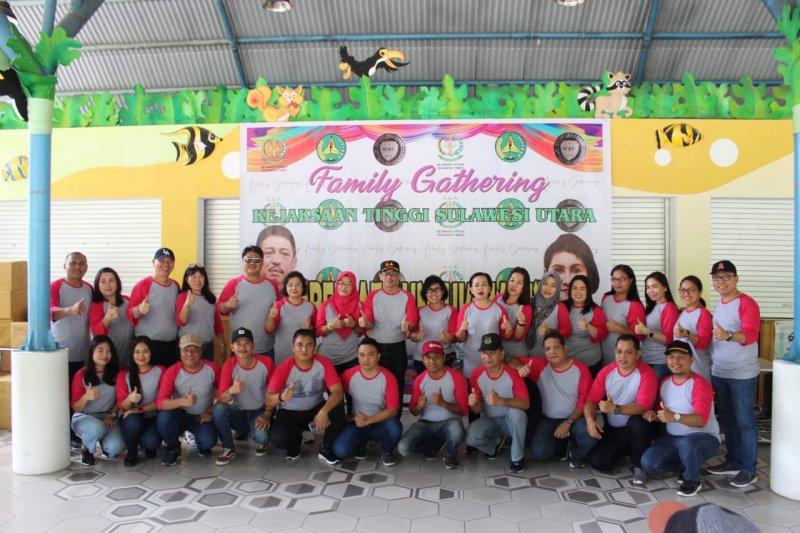 Family Gathering Kejati diharap tingkatkan kerja sama pegawai