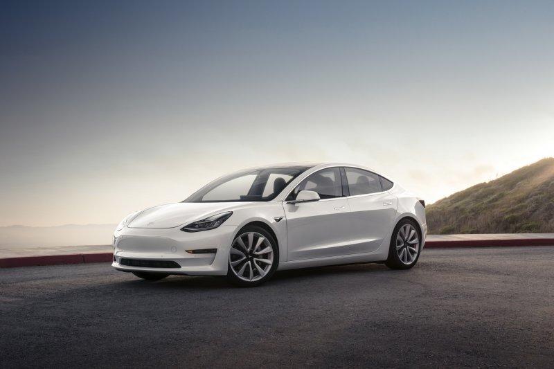Meski ada Corona, Tesla ingin produksi model 3 varian terbaru di China