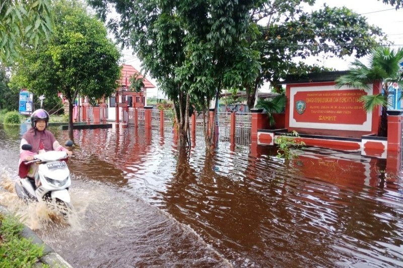 Disdukcapil Kotim hentikan sementara pelayanan akibat kantor terendam banjir