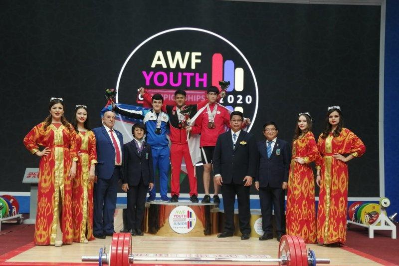Lifter Rizky Juniansyah pecahkan dua rekor dunia remaja