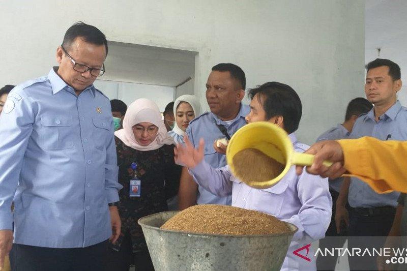 Menteri KKP mengajak masyarakat replikasi pakan mandiri