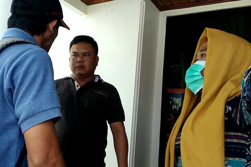 Oknum Polres Lampung Barat digerebek warga di Metro