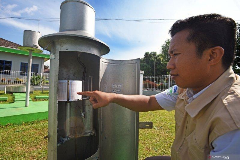 BMKG prakirakan hujan lebat-sangat lebat di sejumlah daerah Indonesia