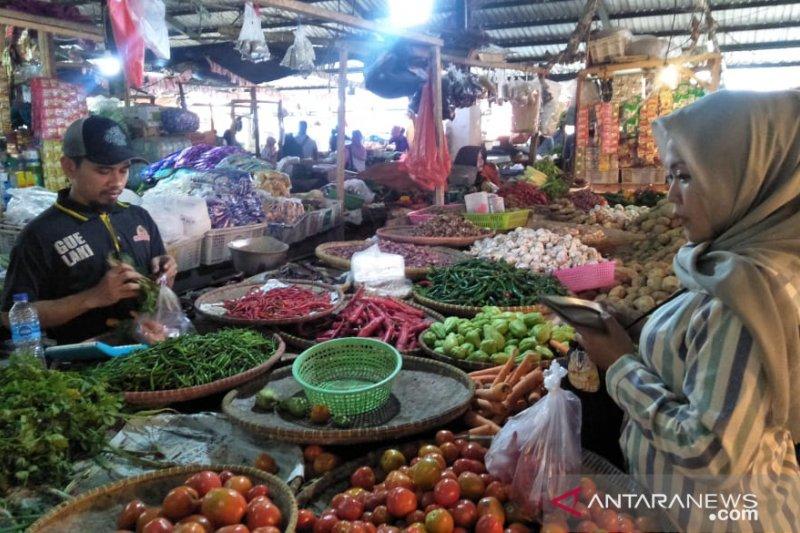 Harga bawang putih dan cabai di pasar Cianjur mulai turun
