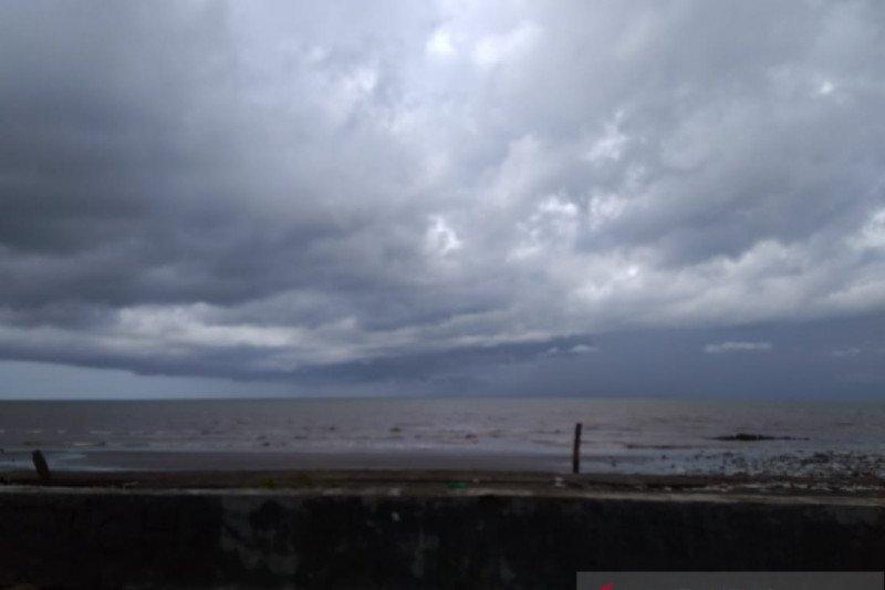 Nelayan Sulsel merumahkan diri akibat tinggi gelombang capai 2,5 meter
