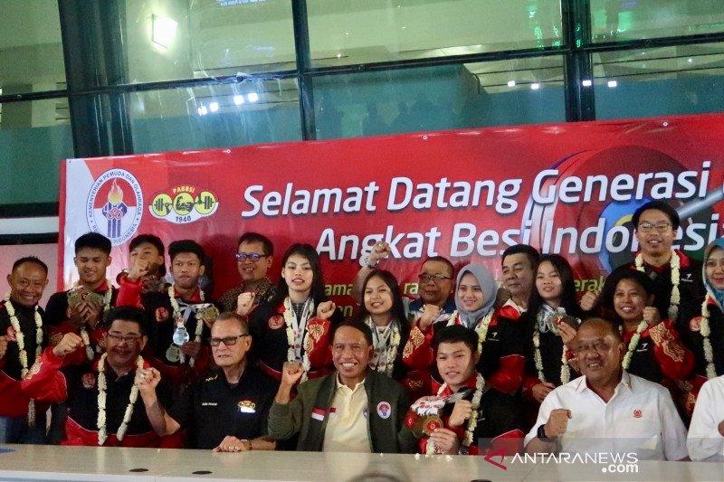 Menpora sambut kedatangan lifter muda juara  Asia di bandara