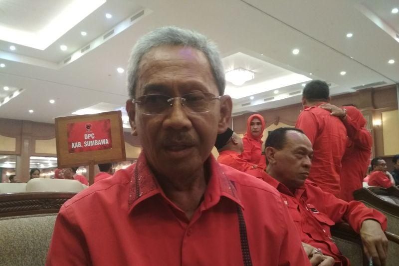 Sebagai kader senior PDIP NTB, Bupati Sumbawa Husni Jibril ikhlas tak maju lagi dalam pilkada