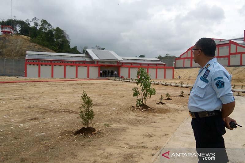 Puluhan napi kasus terorisme dipindahkan ke Nusakambangan dan Cilacap