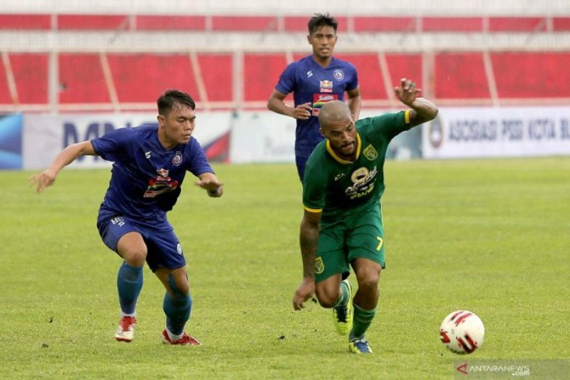 Jelang final Piala Gubernur Jatim Persebaya dilanda krisis lini belakang