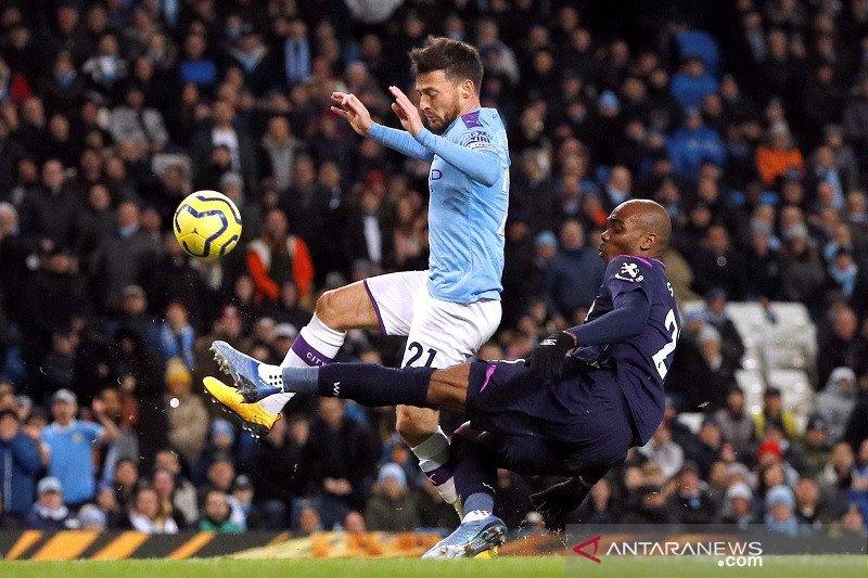Pep Guardiola harap-harap cemas soal cedera Silva