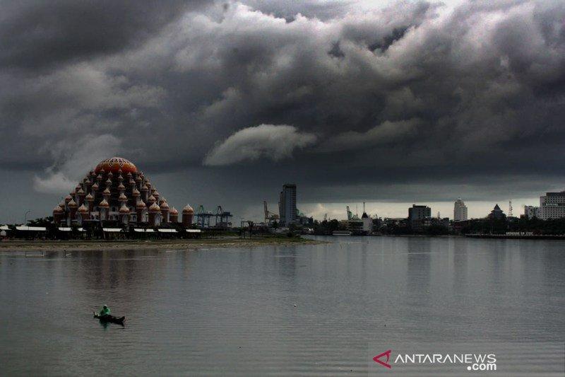 Puncak musim hujan diperkirakaan hingga Maret 2020