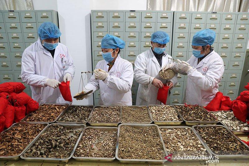 Empat provinsi di China turunkan level darurat virus corona novel