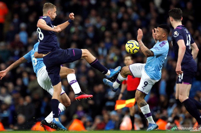 Man City menundukkan West Ham untuk pangkas lagi keunggulan Liverpool