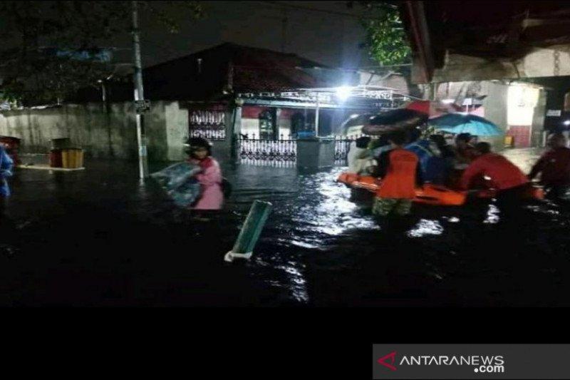Hundreds seek refuge in Pekalongan following floods