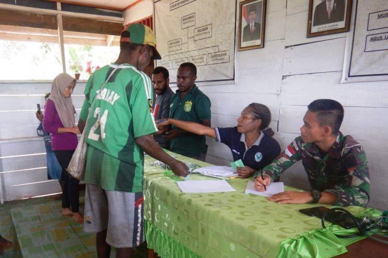 Prajurit TNI beri layanan kesehatan warga pelosok  kampung Ulkubi