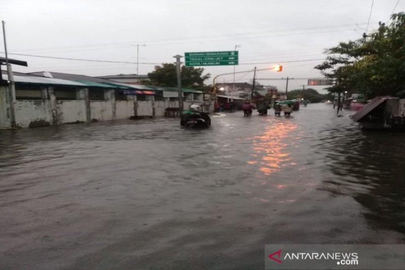 Terendam banjir, aktivitas belajar mengajar di Pekalongan diliburkan