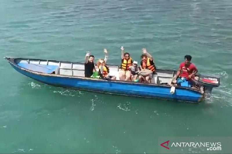Turis asing aktif kembali snorkeling di perairan Bintan