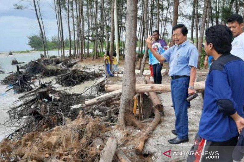 Wagub Babel tinjau abrasi di Pantai Serdang Belitung Timur