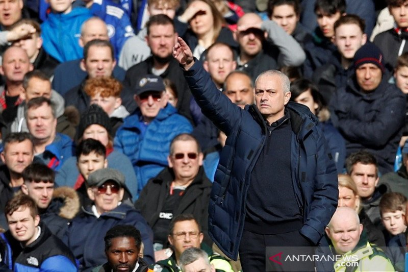 Mourinho awasi latihan pemain Spurs via video meski Inggris lockdown corona