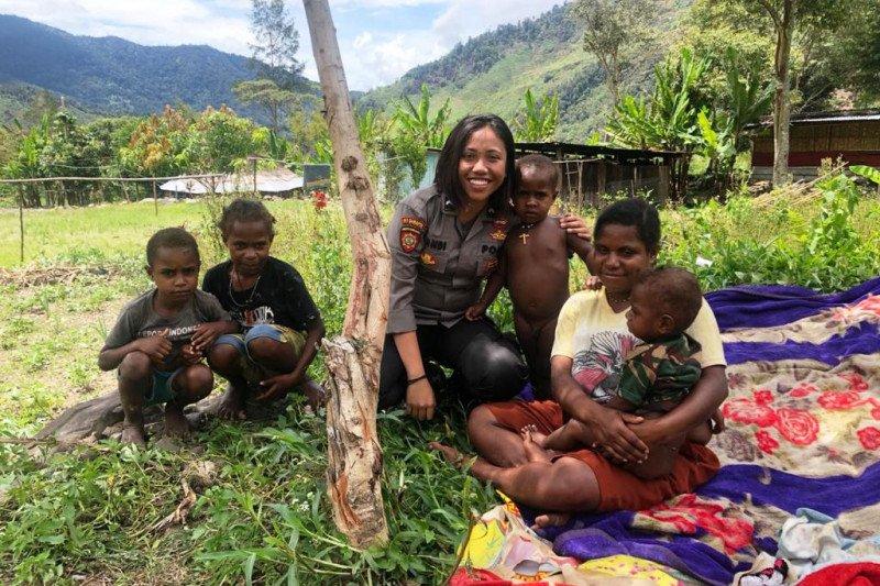 Bhabinkamtibmas Pagaleme sambangi warga kampung binaan