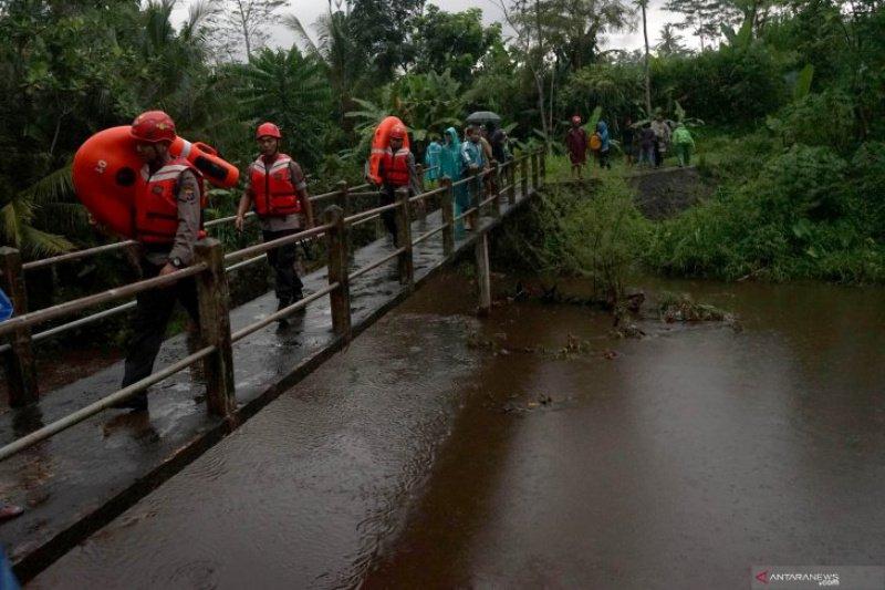 Tragedi Kali Sempor,  korban meninggal menjadi tujuh siswa, tiga masih dicari