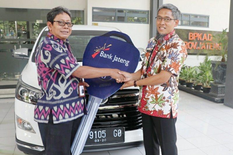 Bank Jateng bantu BKPKAD 1 unit mobil operasional