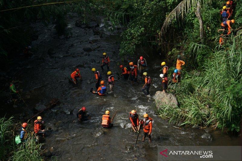 45 lembaga lakukan pencarian siswa SMPN 1 terseret arus Sungai Sempor