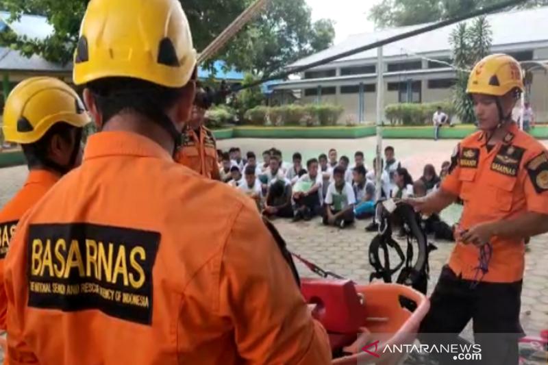 Basarnas edukasi siswa SMAN 4 Kendari soal pencarian-pertolongan
