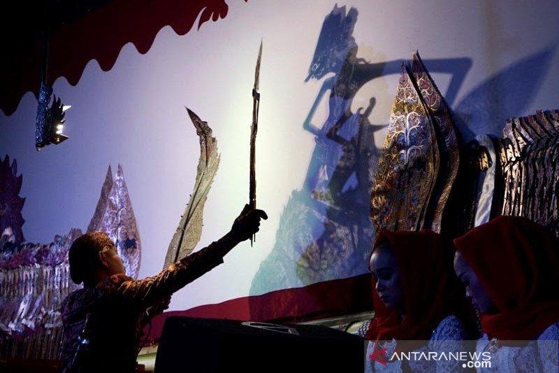 Wayang Babad Diponegoro sukses digelar di Alun-Alun Magelang