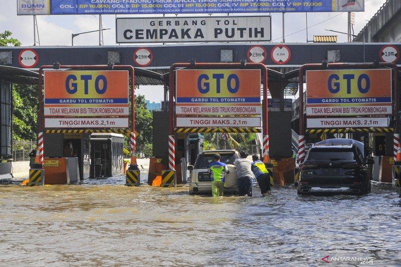 Ayo waspada, inilah 12 lintasan tol Jasa Marga terendam banjir sejak Selasa dini hari