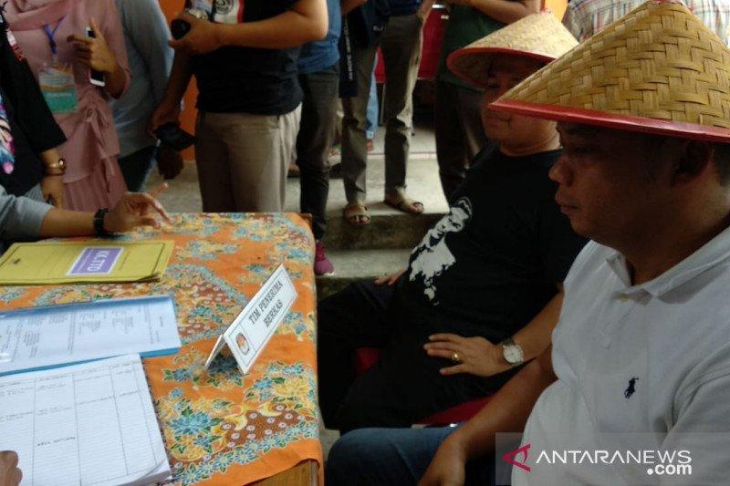 Dua pasangan calon perseorangan serahkan dukungan ke KPU Kabupaten 50 Kota