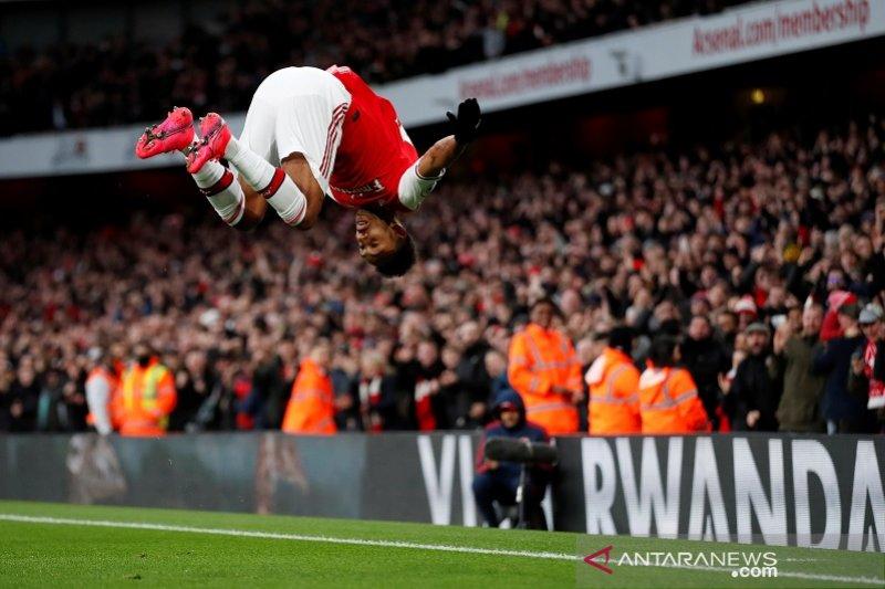 Dwigol Aubameyang membawa Arsenal salip Everton di klasemen Liga Inggris