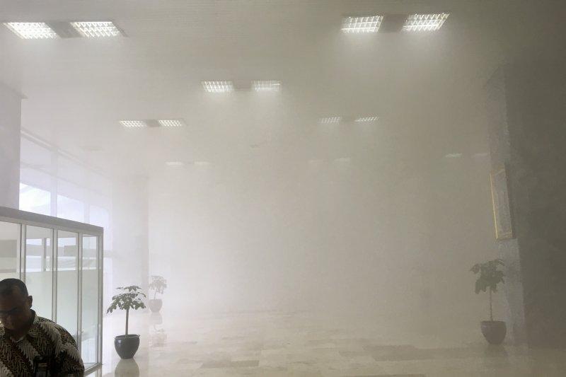 Gedung Nusantara III Komplek Parlemen terbakar, asap menyelimuti seluruh ruangan